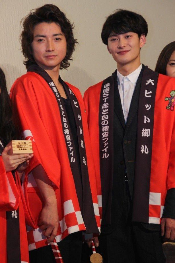 『映画ST赤と白の捜査ファイル』の初日舞台挨拶に登壇した藤原竜也と岡田将生