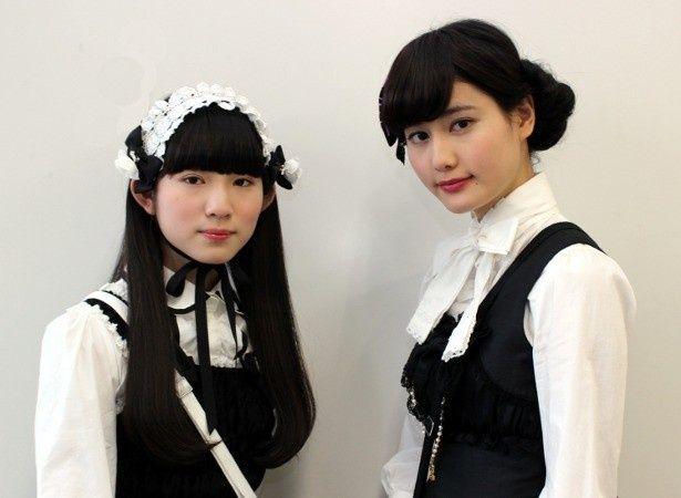 橋本愛と蒼波純がゴスロリファッションでインタビュー