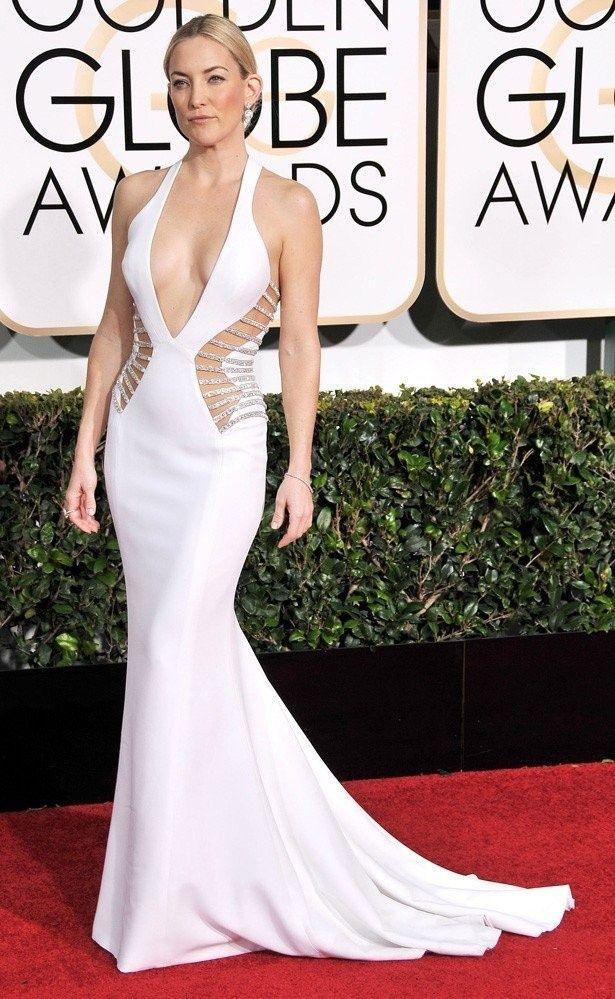 ケイト・ハドソンはアトリエ・ヴェルサーチの白いドレス