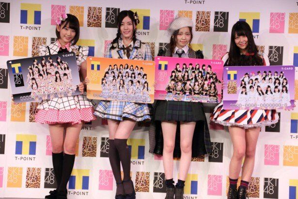 「AKB48グループ×Tカード」記者発表会の登場した(左から)HKT48・宮脇咲良、SKE48・松井珠理奈、AKB48・島崎遥香、NMB48・白間美瑠