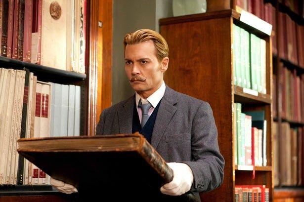 ペテンまがいの美術商モルデカイを演じるジョニー・デップ