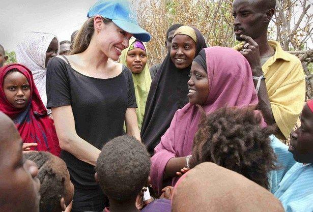 以前よりUNHCR親善大使を務めるアンジェリーナ・ジョリー
