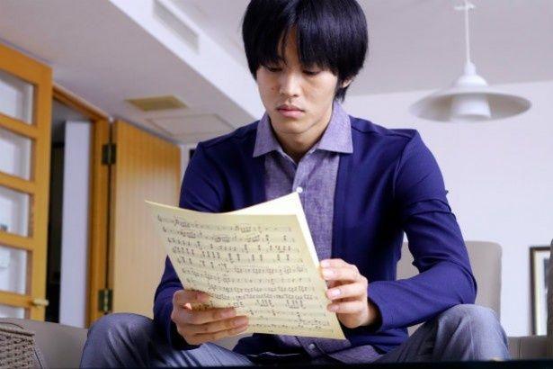 ヴァイオリニストでコンサートマスターの香坂(松坂桃李)に、名門オーケストラ再結成の話が舞い込む