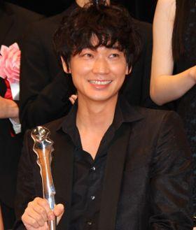 綾野剛、主演男優賞受賞作は「面倒くさいライバル」