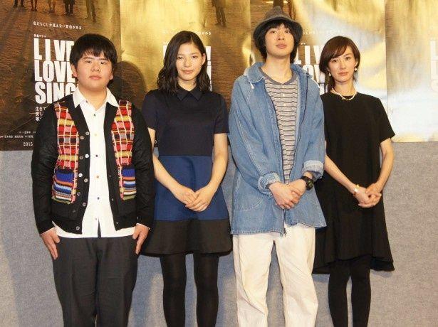 「LIVE!LOVE!SING!生きて愛して歌うこと」より左から前田航基、石井杏奈、渡辺大知、ともさかりえ