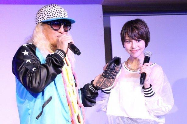イベントに出席したDJ KOO(左)と水沢アリー(右)