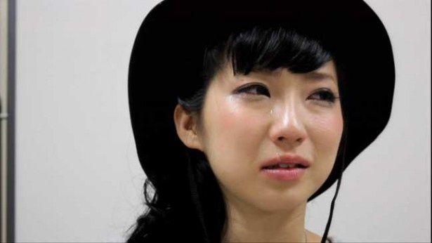 現在はヒラノノゾミと共にBILLIE IDLEとして活動するファーストサマーウイカ。彼女の涙の理由は?