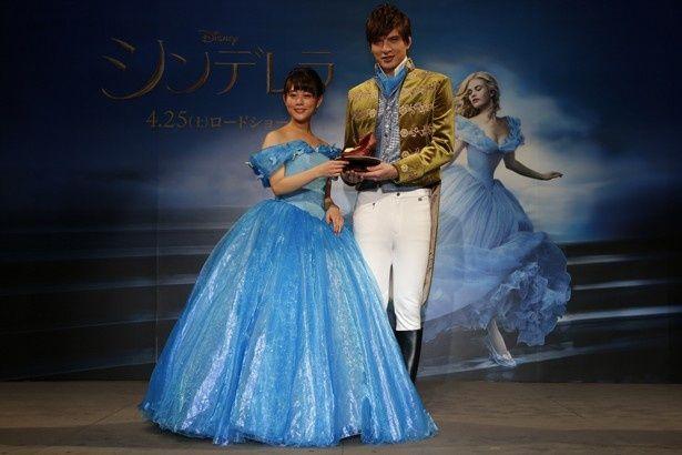 高畑充希と城田優がシンデレラとプリンスをイメージした衣装で登場!