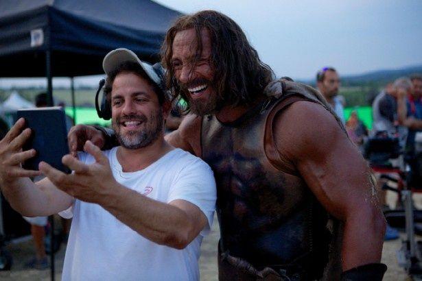 監督のブレット・ラトナー(写真左)と主演のドウェイン・ジョンソン(同右)のツーショット