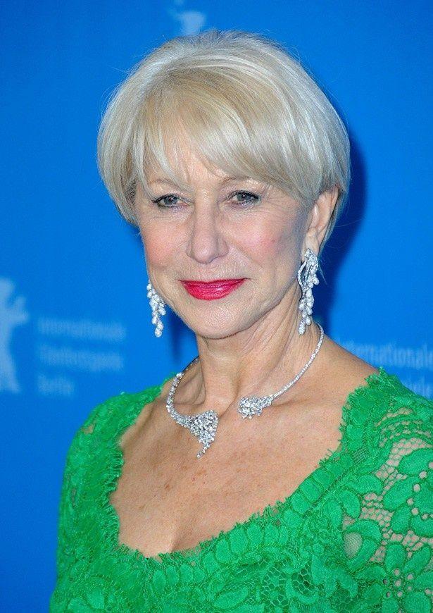 グリーンのタイトなドレスで登場した69歳のヘレン・ミレン