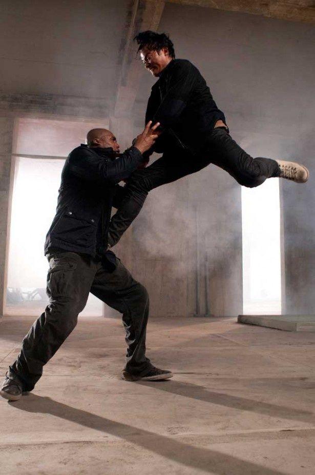 驚異的な跳躍力から放たれる蹴りは衝撃度バツグン!
