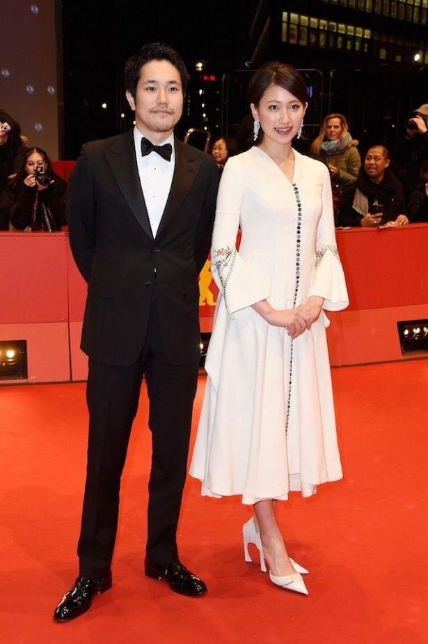 ベルリン国際映画祭のレッドカーペットに登場した松山ケンイチと大野いと