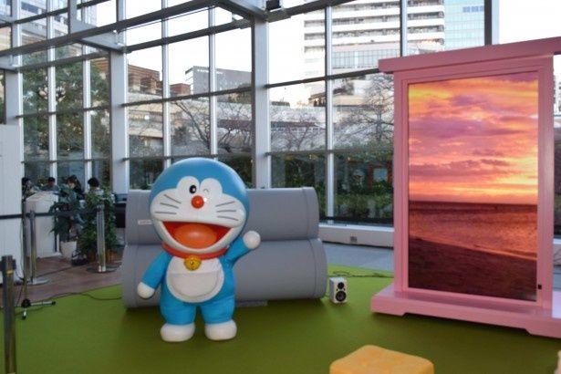 「春のテレビ朝日 アニメ&ヒーローまつり」で、テレビ朝日のアトリウムに登場したドラえもん