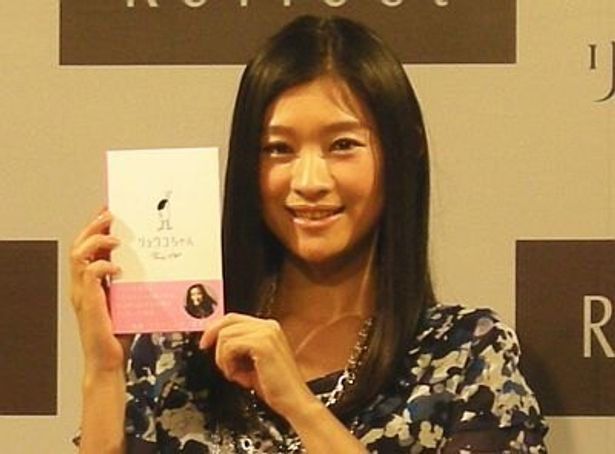 篠原涼子さんが大人の女性向け絵本を発売!