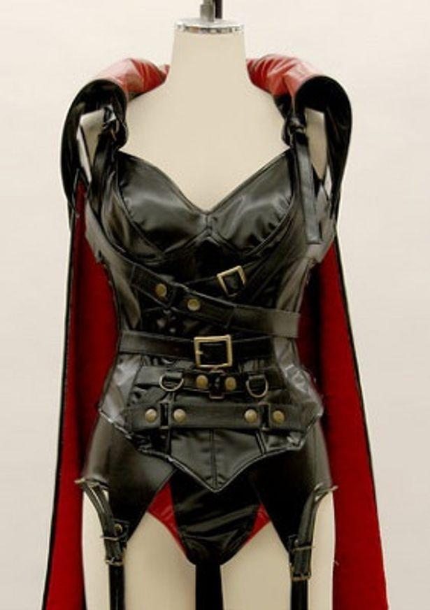 高級素材を使用したボンデージ的な衣装が発売