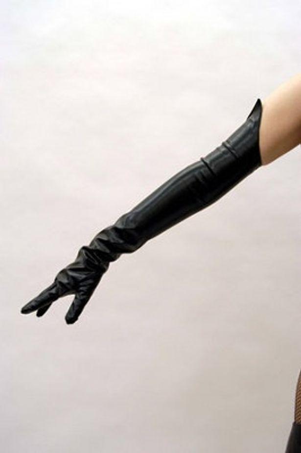 手袋も劇中衣装と同じ素材で再現