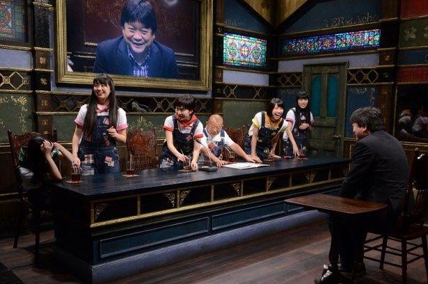 2月24日(火)に放送される「桃色つるべ~お次の方どうぞ~」(関西テレビ)に本広克行監督がサプライズ出演する