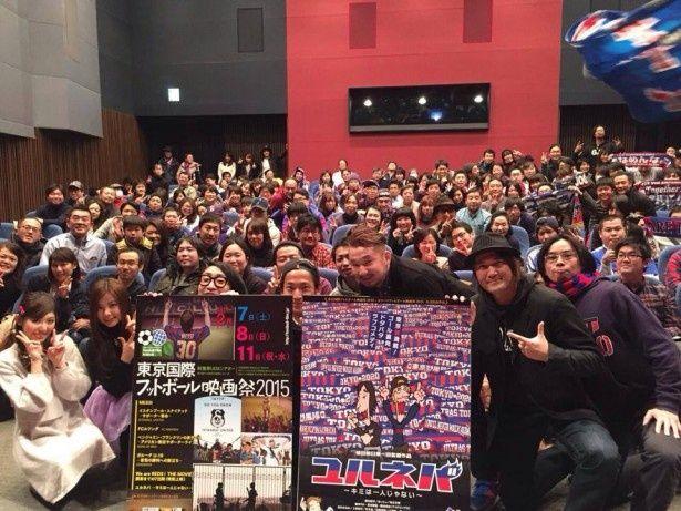 会場にはFC東京の応援旗を持参する来場者も