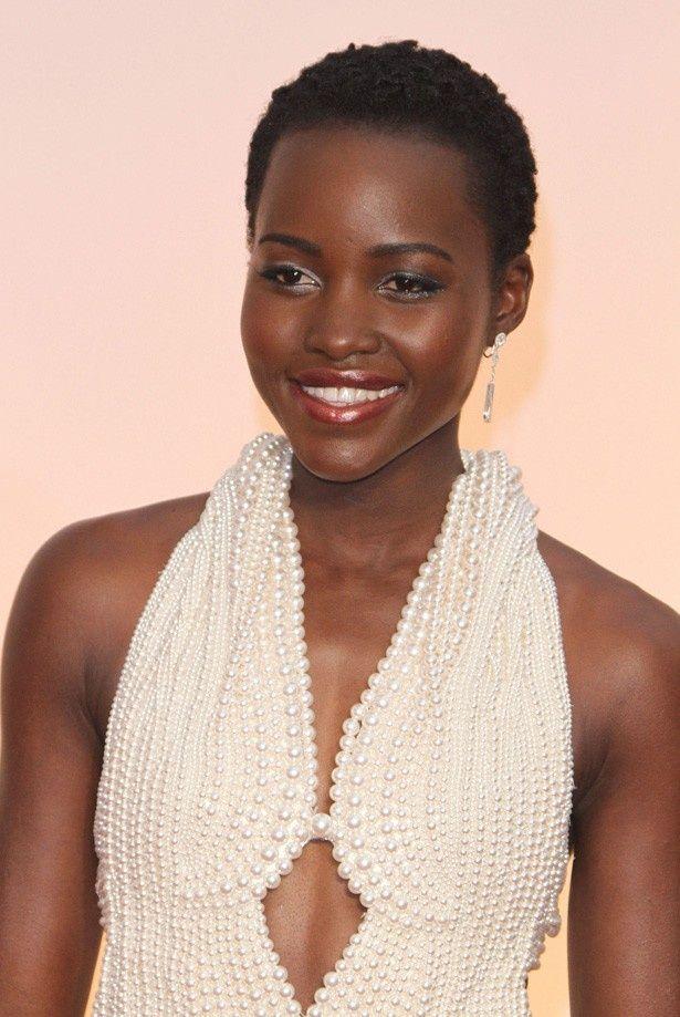 アカデミー賞で着た1800万円相当の真珠ドレスが盗まれてしまったルピタ・ニョンゴ
