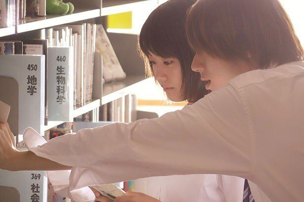 図書室で仁菜子は安堂(山田裕貴)に詰め寄られる
