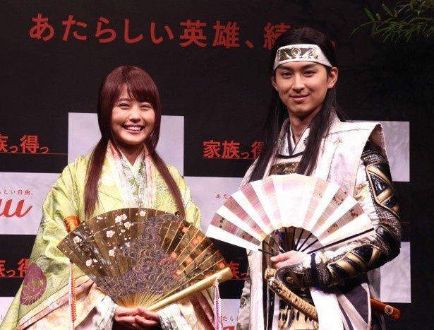 新CM発表会に登場した有村架純と松田翔太(写真左から)