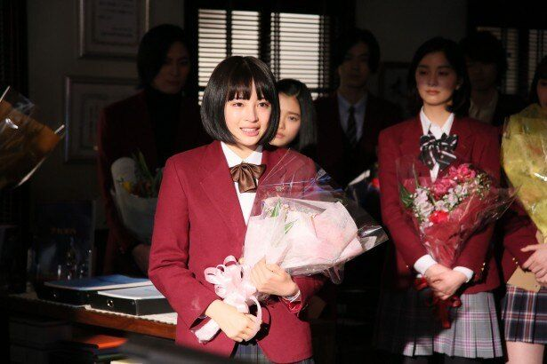 「学校のカイダン」で連続ドラマ初主演を務めた広瀬すずのクランクアップの瞬間