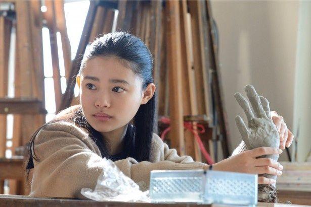 新人シナリオ大賞ドラマ「化石の微笑み」で、家族思いのヒロイン・中村彩美を演じる杉咲花