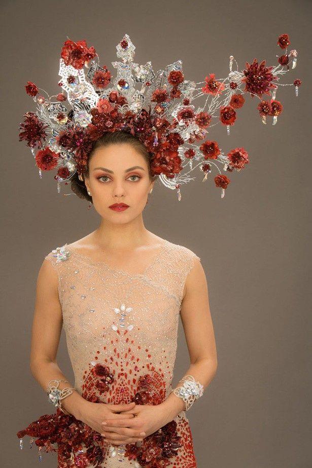 ミラ・クニスが着る豪華すぎるウェディングドレス公開!