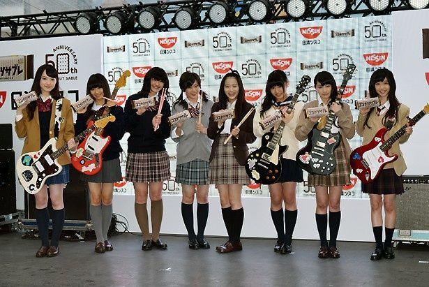 謎の女子中学生パフォーマンスユニット「五五七二三二〇」としてステージに登壇した私立恵比寿中学