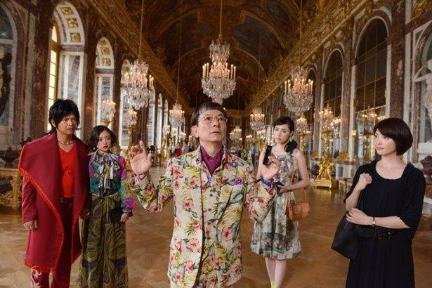 【写真を見る】ヴェルサイユ宮殿も借り切って撮影!