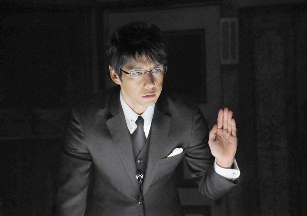 """ヒロインの""""理性""""を司る吉田を演じる西島秀俊"""
