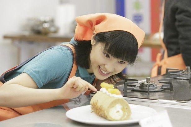 """希は""""ロールケーキ甲子園""""に出場し、考え抜いたスペシャルケーキを作る"""