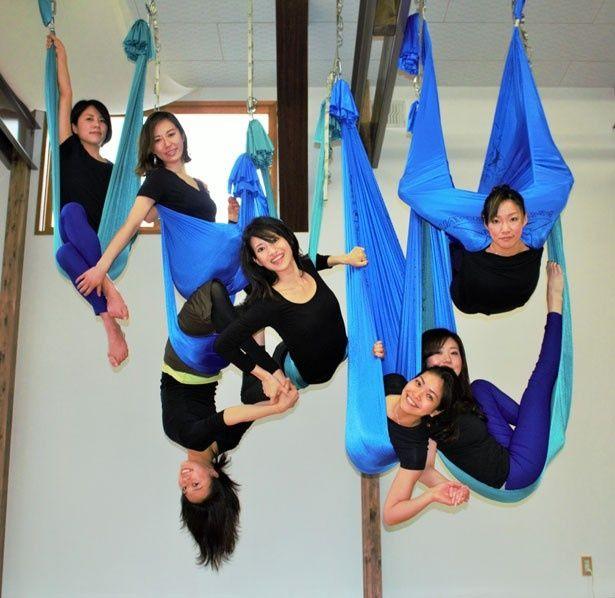 空を飛んでいるような気分を楽しみながら、仲間と共にエクササイズ
