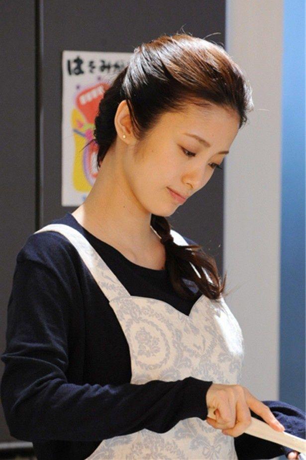 「アイムホーム」で主人公・久(木村拓哉)の妻・恵を演じる上戸彩