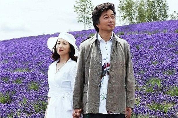 熟年離婚を決断した橘孝平(中村雅俊)とその妻・ちひろ(原田美枝子)