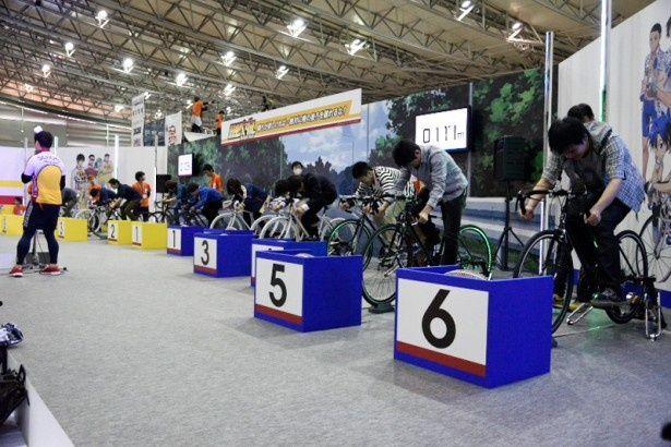 「弱虫ペダル」のブースではロードレースを模した競技が行われた。30秒間の全力疾走の合計距離で勝敗を決める
