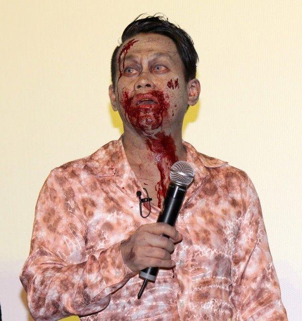【写真を見る】口のまわりは血だらけ!ソンビメイクを施して登場した宮川大輔