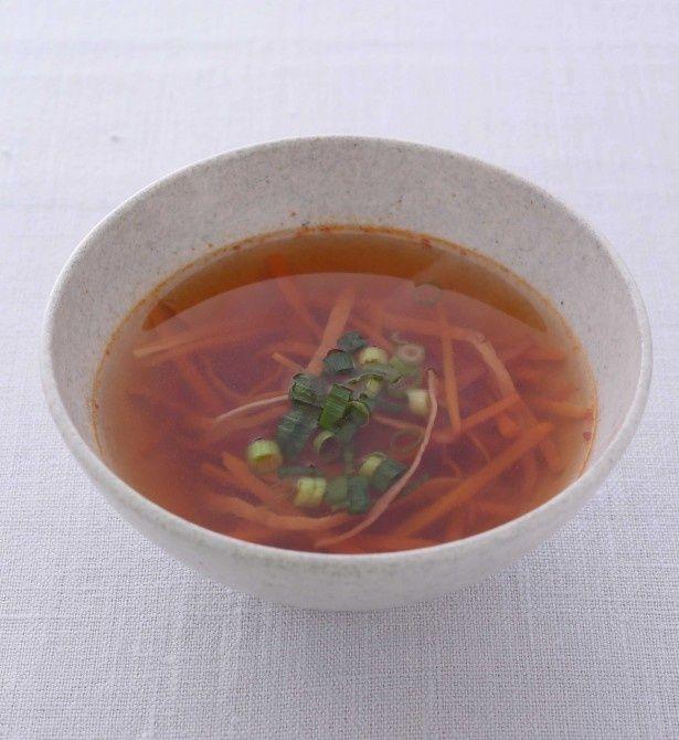 「黒酢の酸辣湯」。カラダ温め食材の黒酢と豆板醤を絶妙なバランスで加えた、くせになる味。