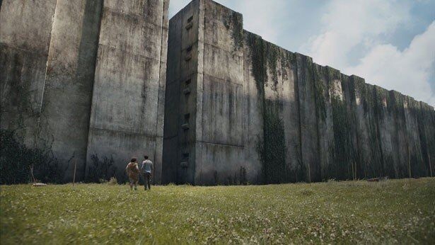 約30メートルにも及ぶ高い壁。内側には巨大迷路が!