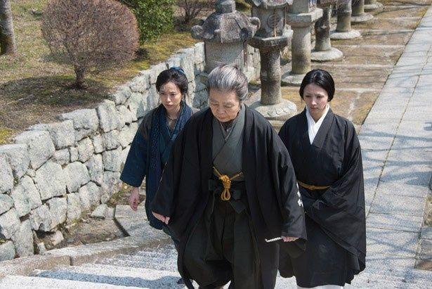 井上ひさしの小説「東慶寺花だより」を原案に、原田眞人が時代劇に初挑戦