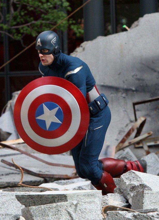 【写真を見る】キャプテン・アメリカのシールドの絵があしらわれたサマー・ドレスなどもあるという