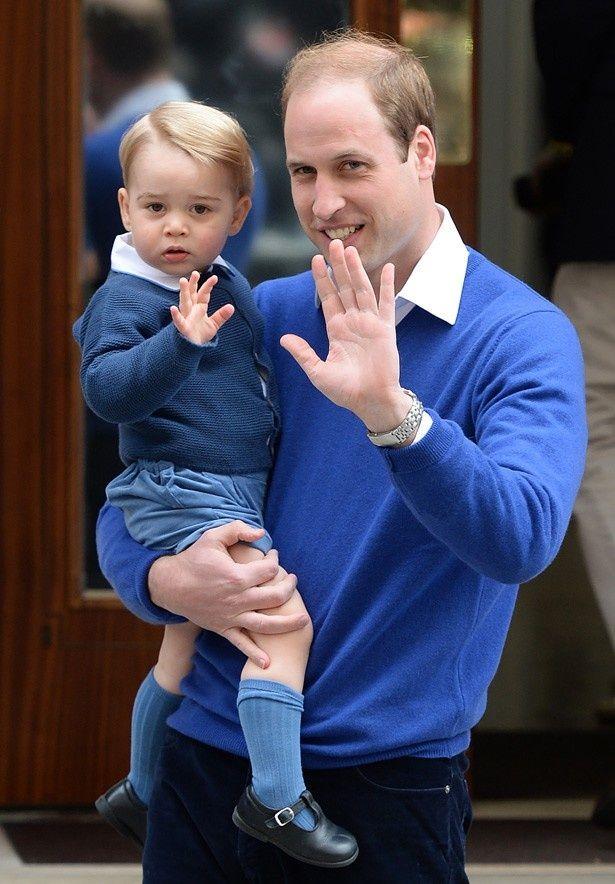 全身ブルーコーデで登場したジョージ王子