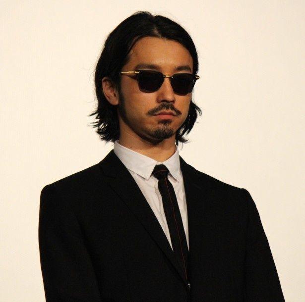 葉山豊役を演じる金子ノブアキ