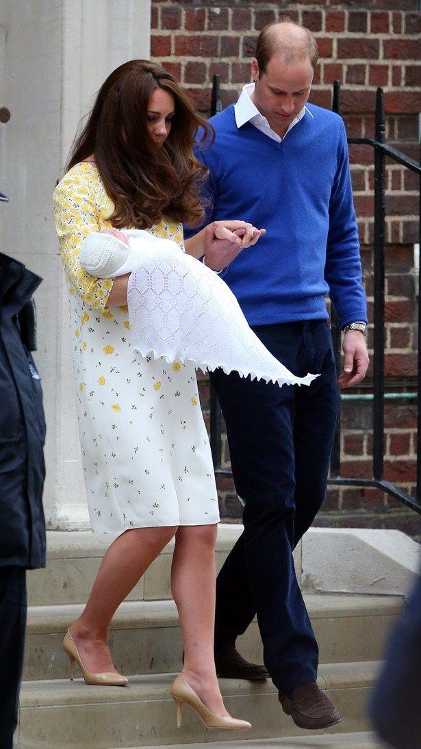 【写真を見る】キャサリン妃の着ていた服だけでなく、靴も注目を集めている
