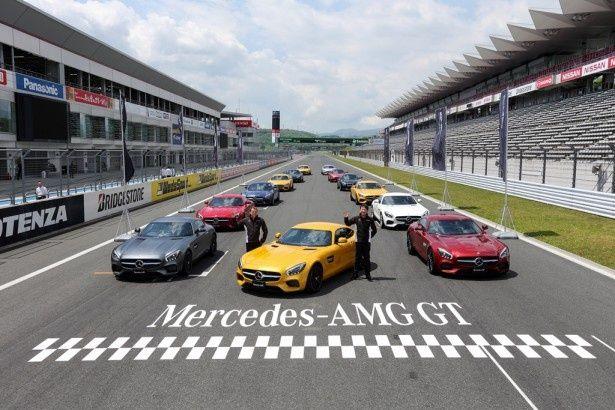 新型スーパーカーの「メルセデスAMG GT」がずらり
