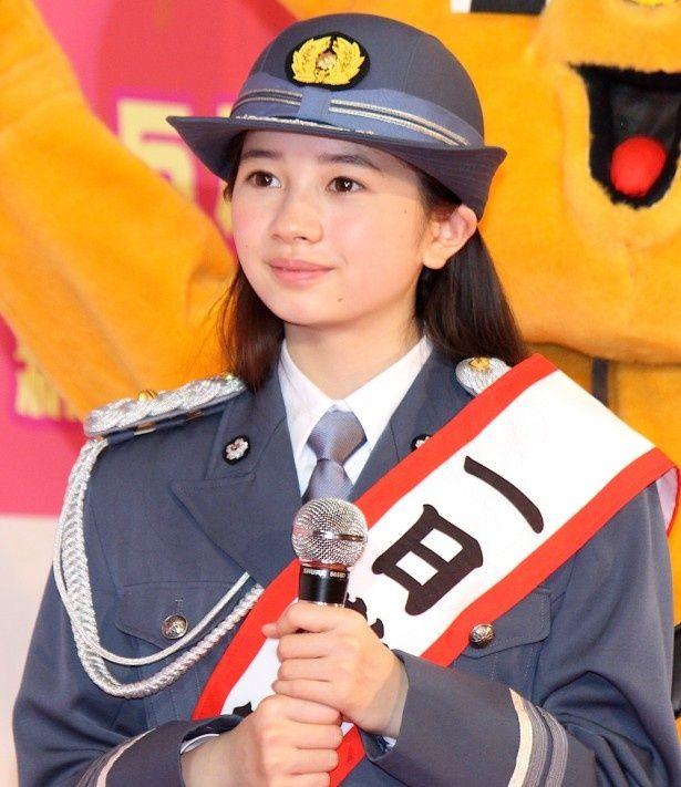 一日署長を務めた桜田ひより。キュートな制服姿を披露した