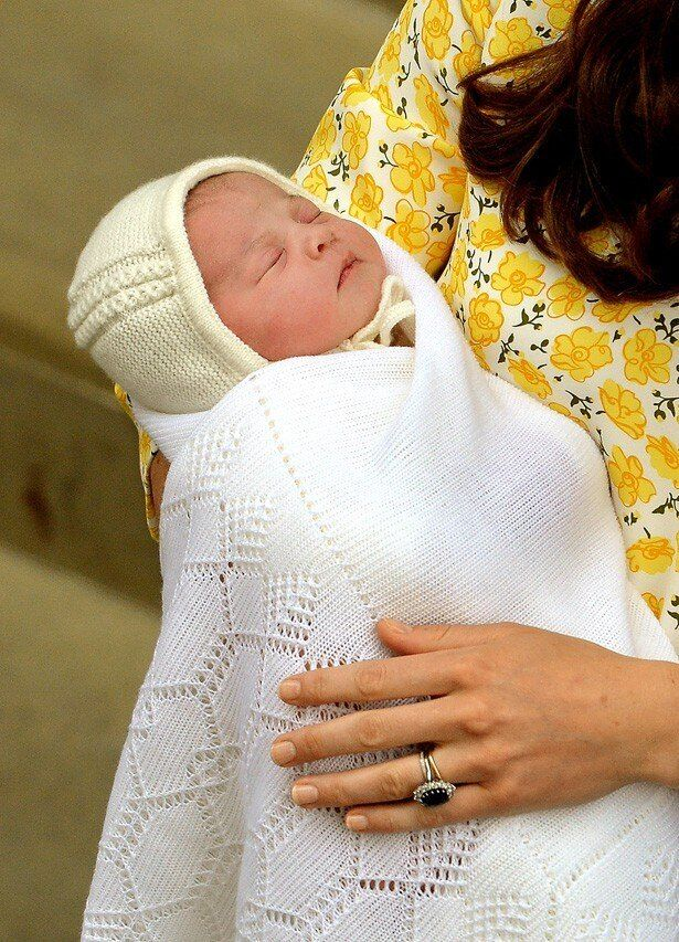 帽子を後ろ前にかぶせられていたシャーロット王女