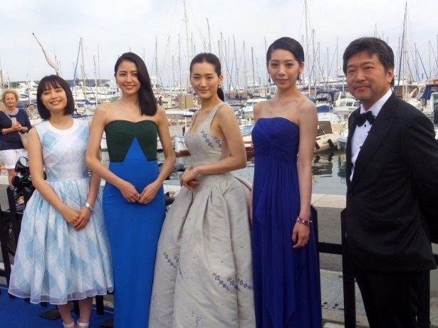 カンヌに登場した『海街diary』の是枝裕和監督と、4姉妹を演じた綾瀬はるか、長澤まさみ、夏帆、広瀬すず