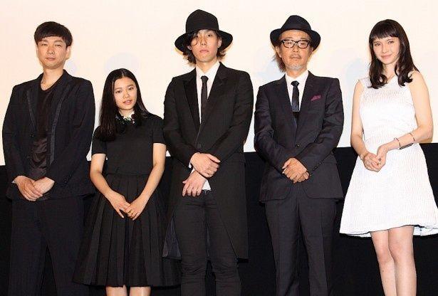 【写真を見る】RADWIMPSの野田洋次郎が熱く語る!『トイレのピエタ』舞台挨拶の様子はこちら