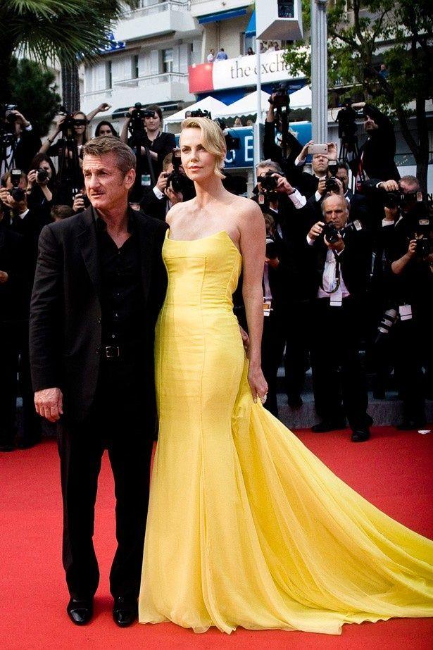 「素晴らしい」と絶賛されたシャーリーズ・セロンのドレス姿